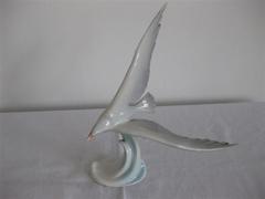 Hollóházi, kézzel festett madár szobor