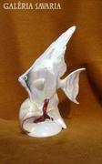 Vitorlás hal csigával, kézzel festett
