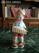 Harmónikázó fiú- kerámia szobor