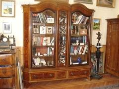 Könyvszekrény íróasztallal