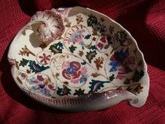 Antik repesztett fajansz kagyló formájú asztalközép