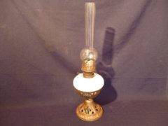 0117 K11 Antik öntöttvas, üveg petróleumlámpa