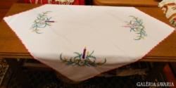 Karácsonyi hímzett asztalterítő