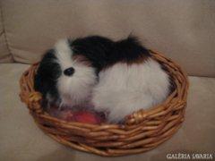 Kiskutya a kosárban-kutya dísztárgy 12 x 10 cm.