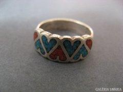 Jelzett, szivecskés,türkiz és korall betétes gyűrű