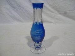 5066 Régi csiszolt színezett üveg talpas váza 18cm