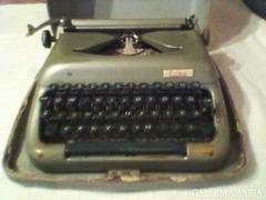 ERIKA írógép  / DDR /