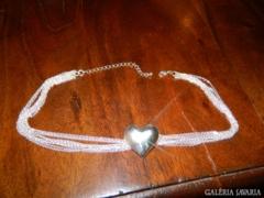 Ezüst színű soksoros nyaklánc szív medállal