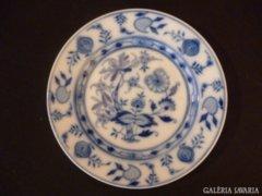 Y338 B2 Meisseni mintás kék fehér porcelán tányér
