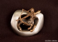 Nyilas csillagjegy érem ezüstözött bronz szobor miniatú