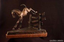 Ugró csikó bronz szobor
