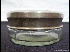 2984 J1 Régi kis méretű fém fedeles üvegszelence