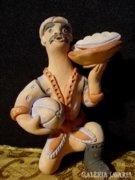 H064 I2 Jelzett kisméretű kerámia figura