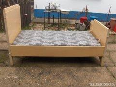 Két darab régi ágy új matracokkal - együtt eladó