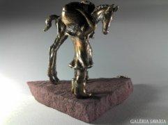 Ló csikó és kisleány (barátság szélviharban) kortárs bronz