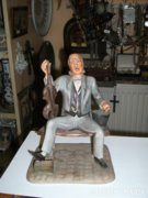 Román porcelán ülő férfi figura