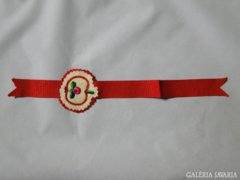 7079 Régi népi motívumos piros könyvjelző 28cm