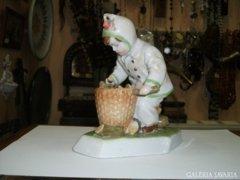 Zsolnay rőzseszedő kisfiú figura