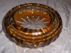 Borostyán színű metszett üveg hamutál