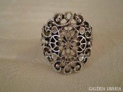 Szép ezüstözött gyűrű