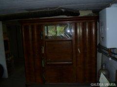 Gyönyörű régi szekrény