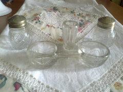 Régi üveg só-bors tartók