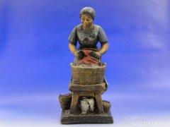 6475 Jelzett amerikai terrakotta figura mosó nő