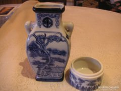 Kínai dísztárgyak  a váza  9x16 cm   , az  ékszertartó  7,5x 4 cm