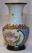 Kerámia váza indiai lótusz motívummal.
