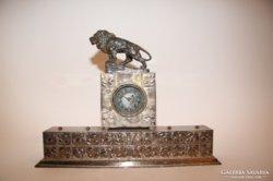 Asztali oroszlános óra