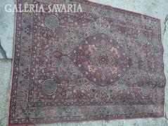 Török  /perzsa/ szőnyeg  190 x 180 méretben