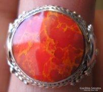 925 ezüst gyűrű, 16,7/52,4 mm, korall kővel
