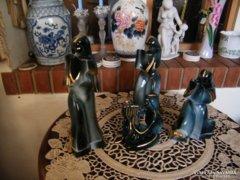 Vázák gyürütartóval
