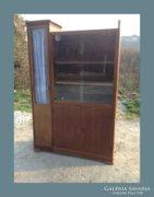 Kis méretű vitrines szekrény vagy tálaló