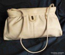 Vajszínű női táska az 1960-as évekből. Retro