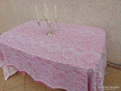 Romantikus rózsaszín ünnepi csipketerítő