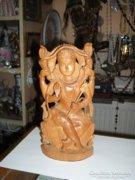 Ázsiai fa faragott figura