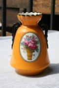 Virágcsokros cseh porcelán vázácska