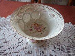 Csipkemintás porcelán asztalközép