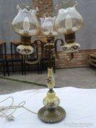Asztali lámpa.