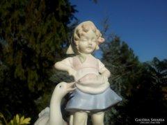 Antik libás kislány