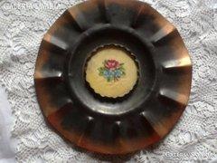Réz vagy bronz tányér gobleinnel
