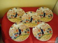 Dúsan mintázott kínai porcelán tányérok