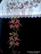 Hímzett dísz takaró, terítő