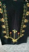 Fekete hímzett terítő, takaró