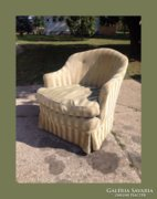 Kedves kis szoknyás fotel