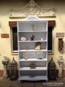 Provence bútor, fehér antikolt Neóbarokk könyvszekrény.