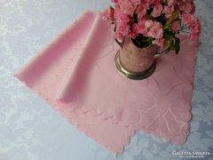 Rózsaszín selyemdamaszt asztalközép