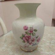 Hollóházi virágmintás porcelán váza