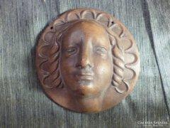 Szecessziós női fejet ábrázoló kerámia plakett 12,5 cm
